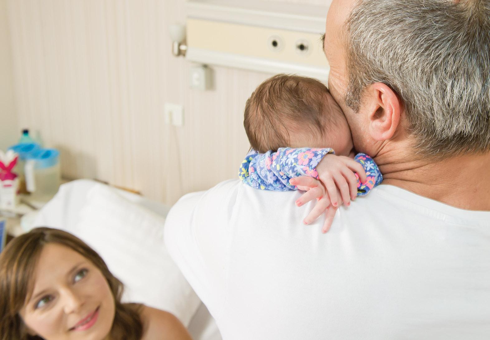 Suria si Roxana Gabor Iliescu_Paul Gabor Iliescu la maternitatea Medicover