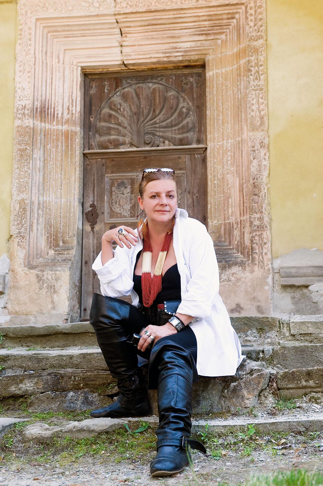 Pictorial si interviu cu Ioana Craciunescu pentru Marea Dragoste-revistatango.ro, nr. 70, august 2011