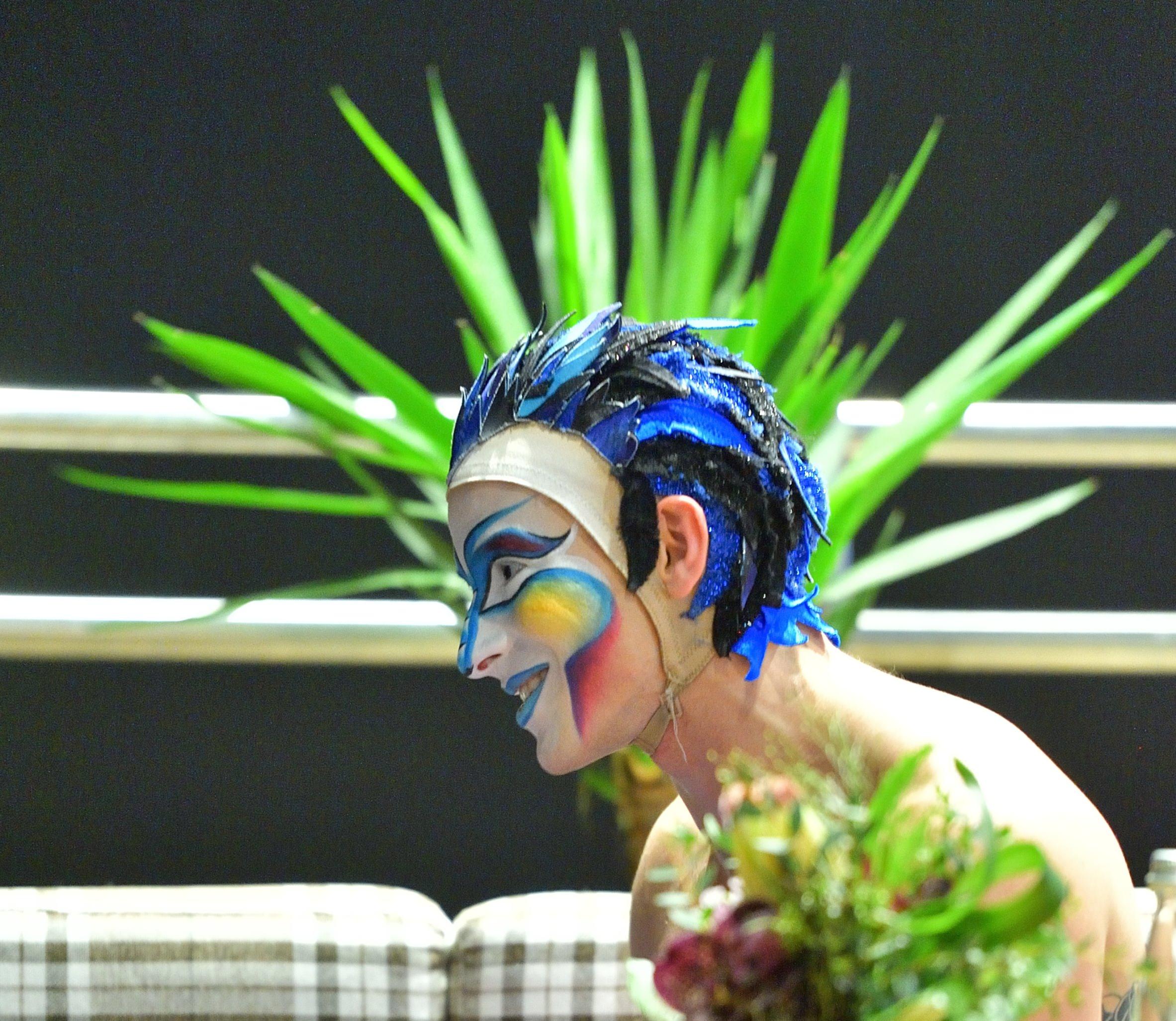 Cedric Belisle, artist acrobat in spectacolul Varekai by Cirque du Soleil