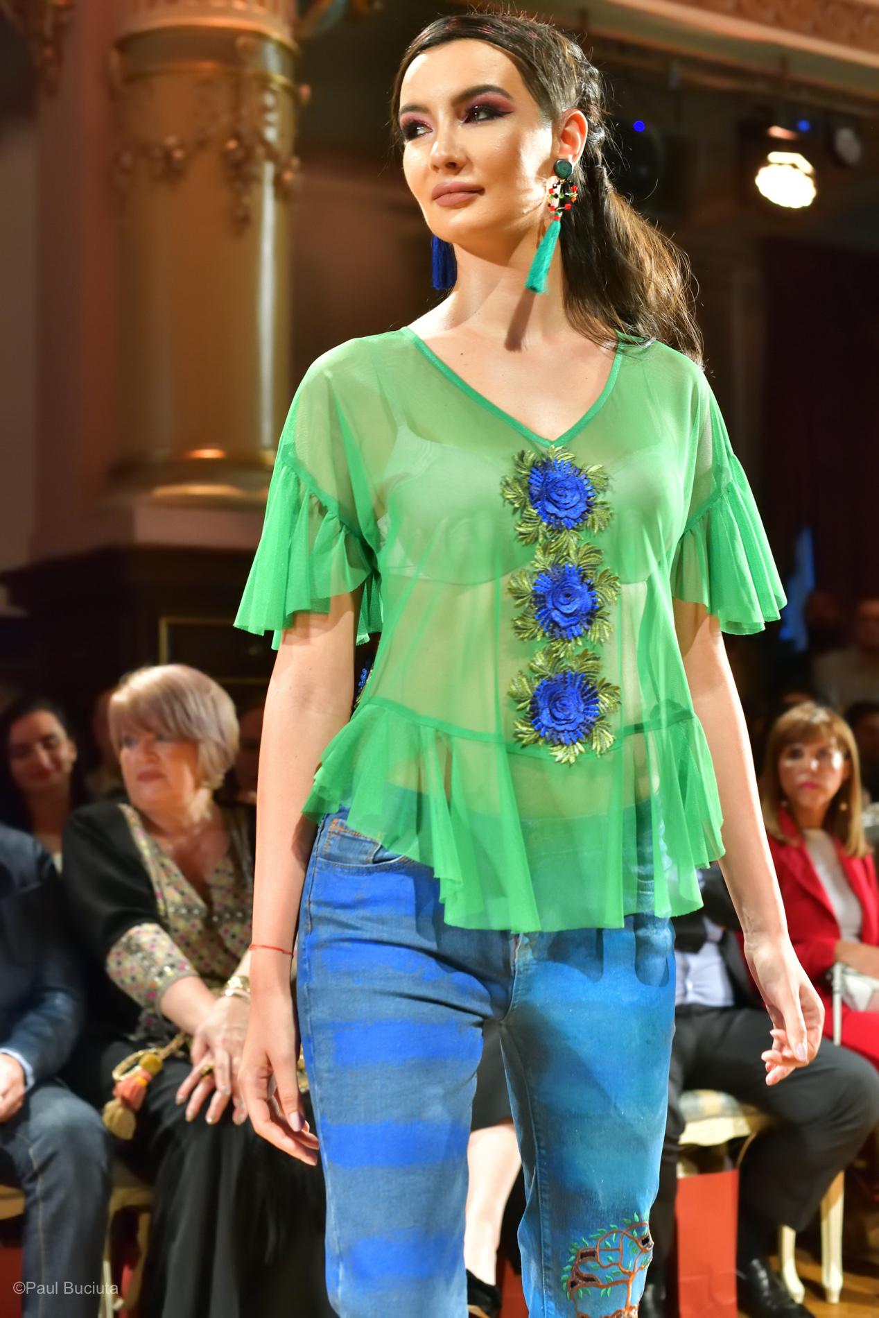 Prezentarea colectiei INSIEME apartinand creatoarei Liza Panait.