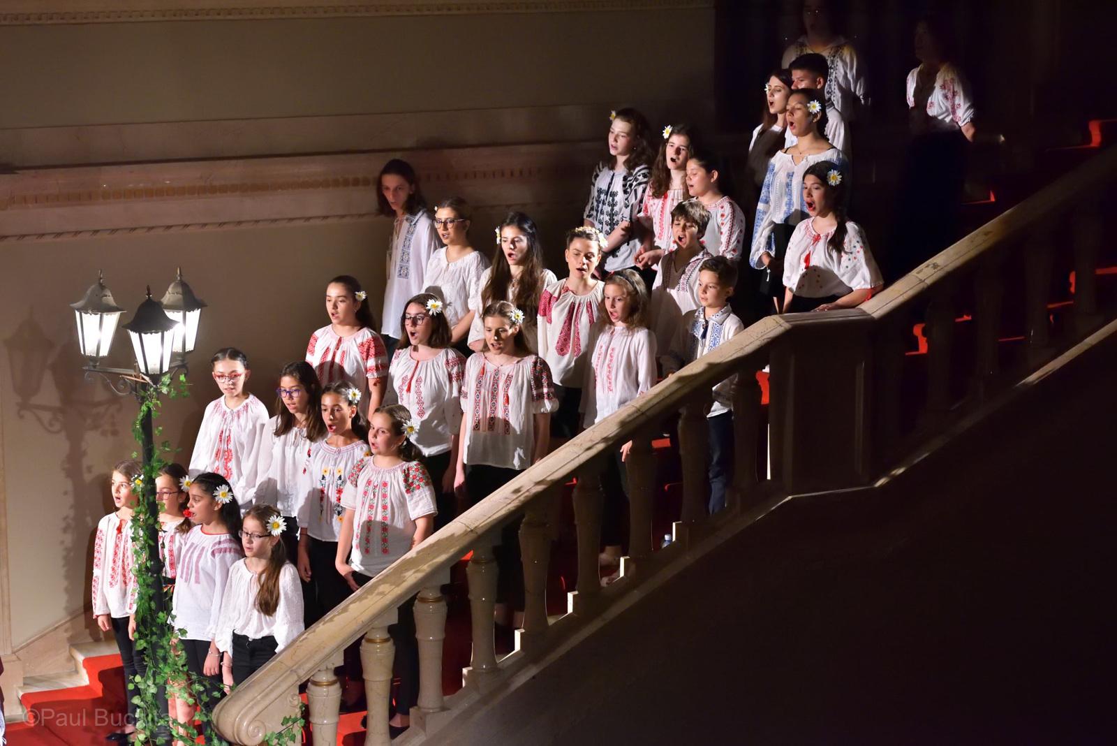 Parafraze cu parfum interbelic, un spectacol conceput si dirijat de Smaranda Morgovan si sustinut de Corul de Copii al Operei Nationale Bucuresti si de invitatii sai.